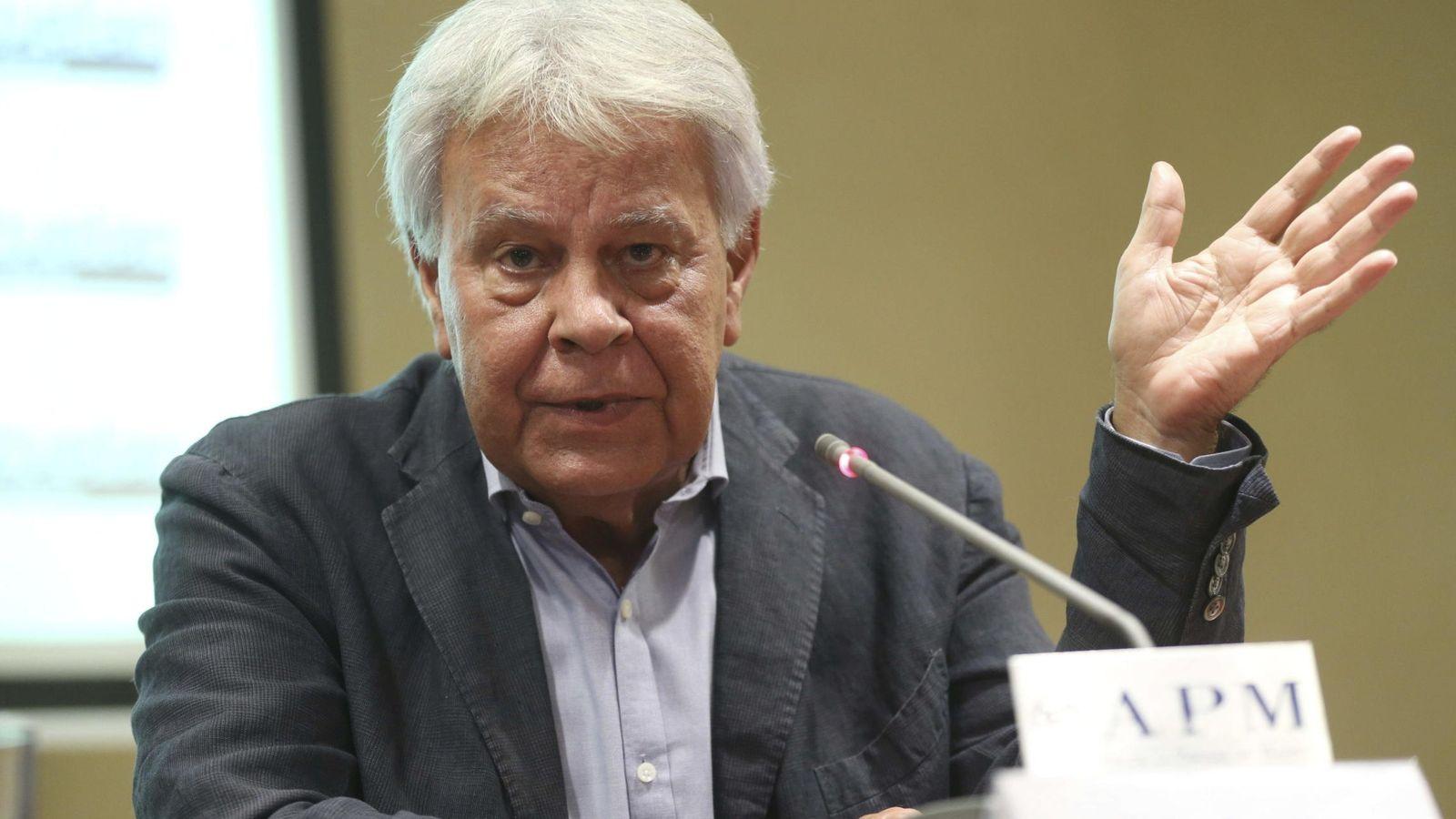 Foto: El expresidente del Gobierno Felipe González durante la rueda de prensa en la Asociación de la Prensa de Madrid. (EFE)