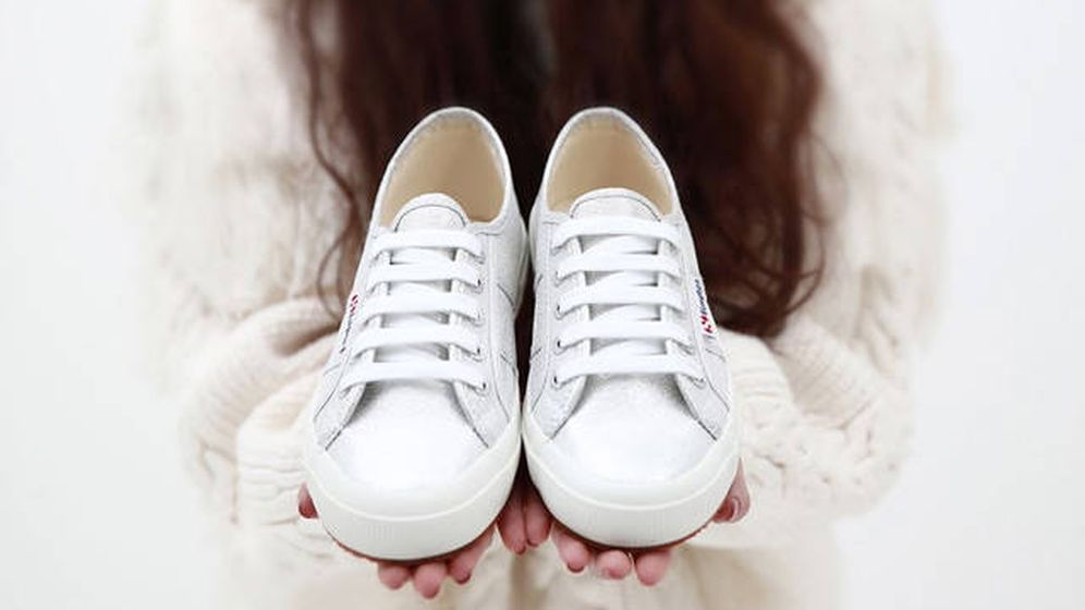 Foto: Zapatillas blancas Superga. (Cortesía)