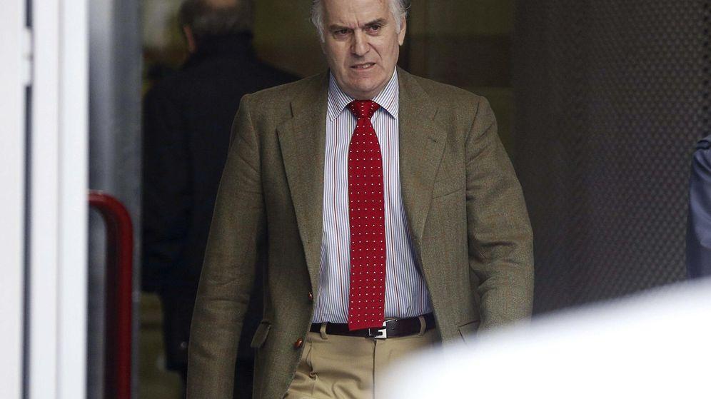 Foto: El extesorero del PP Luis Bárcenas a su salida de la Audiencia Nacional. (EFE)