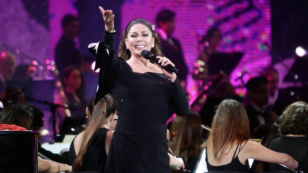 Foto: Isabel Pantoja durante uno de sus conciertos. (Gtres)