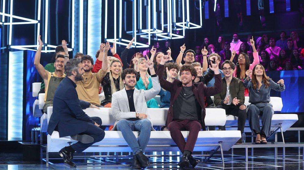 Foto: Roberto Leal con los concursantes de 'OT 2020'. (José Irún - Gestmusic)