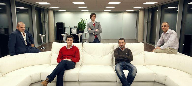 Foto: Los fundadores de Tucut junto a algunos miembros del equipo (E. Villarino)