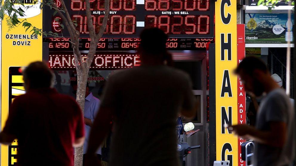 La lira turca rebota un 10% en dos días tras alejar a los bajistas