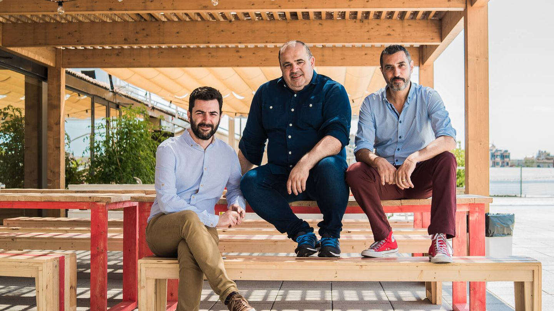 Albert Bosch (izq.), Carlos Blanco (centro) y Miquel A. Mora, cofundadores de Housfy.