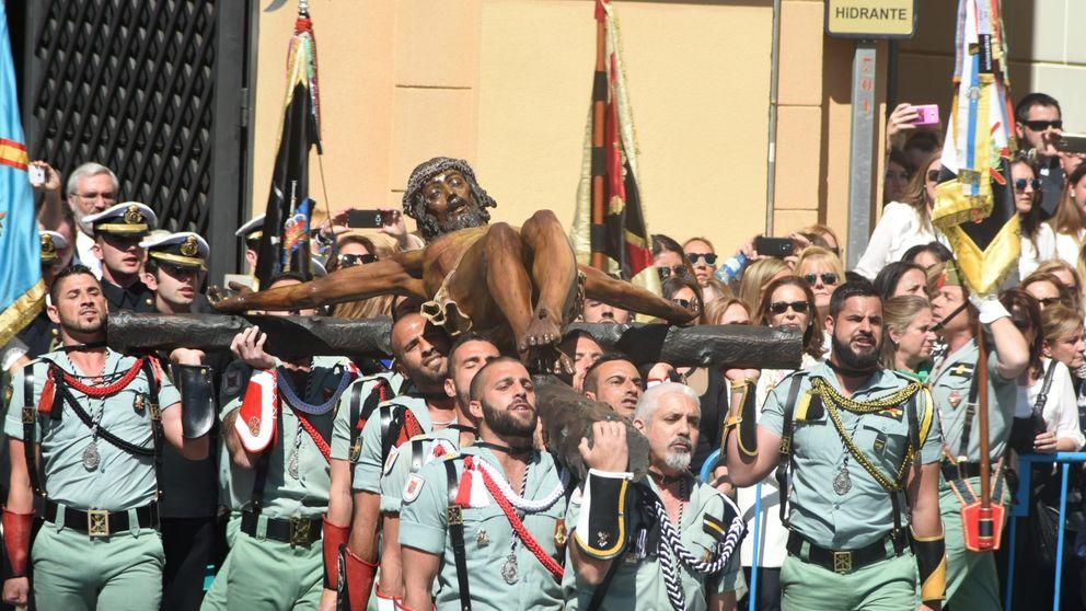 Jueves Santo en Málaga: la Legión desfila con el Cristo de Mena