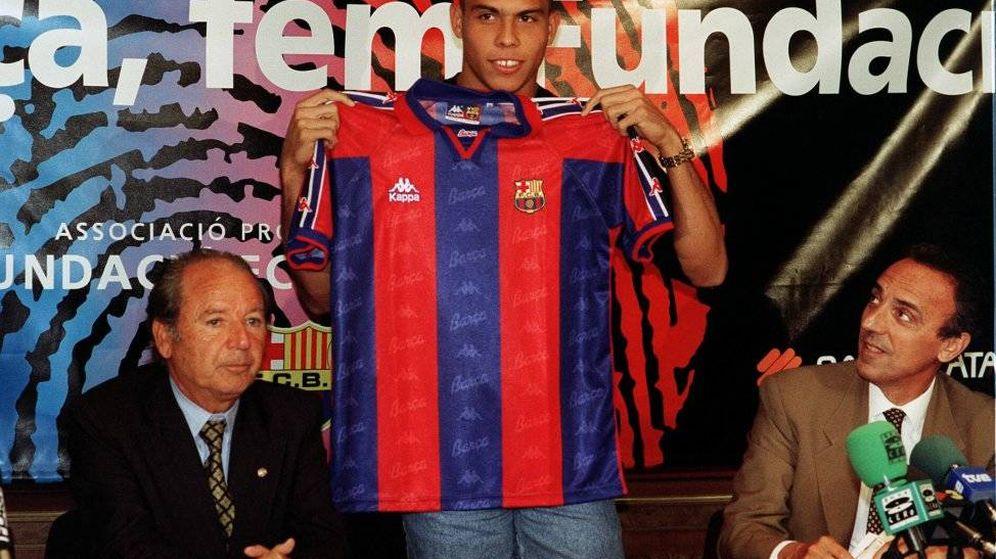 Foto: Josep Lluís Núñez, en la presentación de Ronaldo, con su vicepresidente, Joan Gaspart. (EFE)