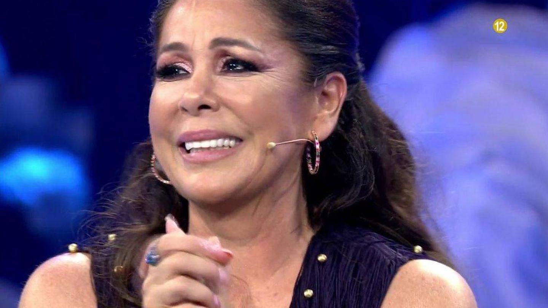 Isabel Pantoja, emocionada en 'Volverte a ver'. (Telecinco)
