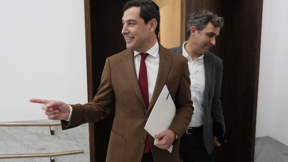 Foto: Juanma Moreno, en Sevilla antes de anunciar su Gobierno. (EFE)