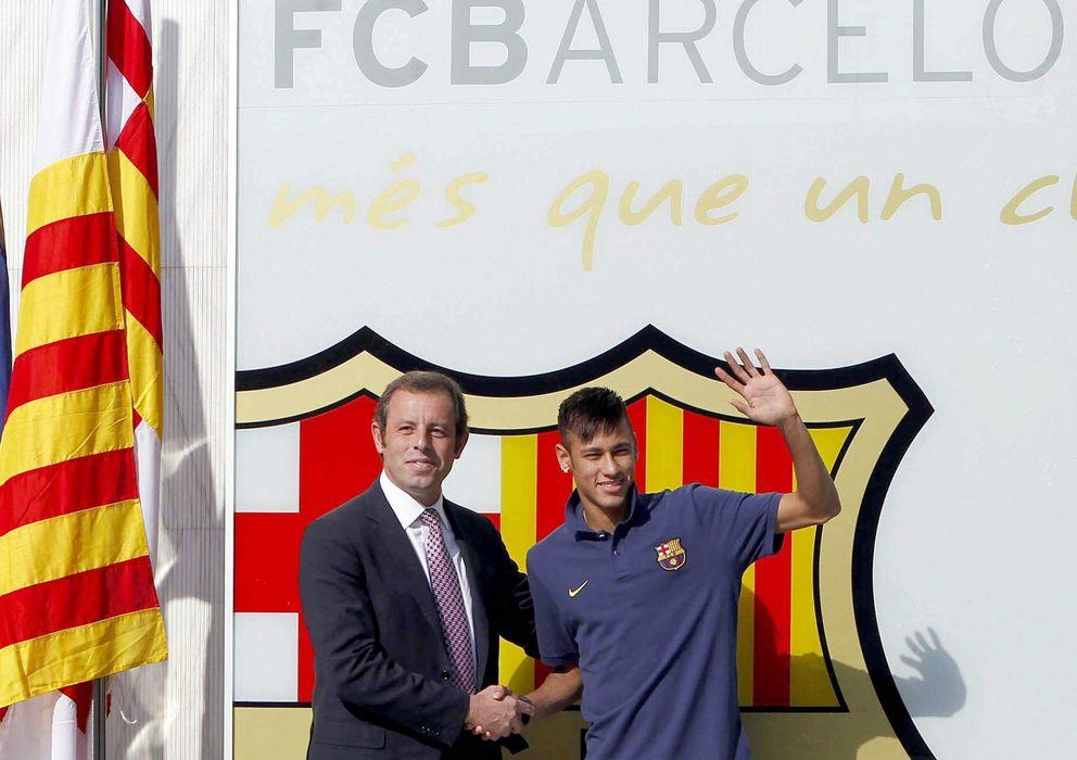 Foto: Rosell junto a Neymar el día de su presentación con el Barcelona (EFE)