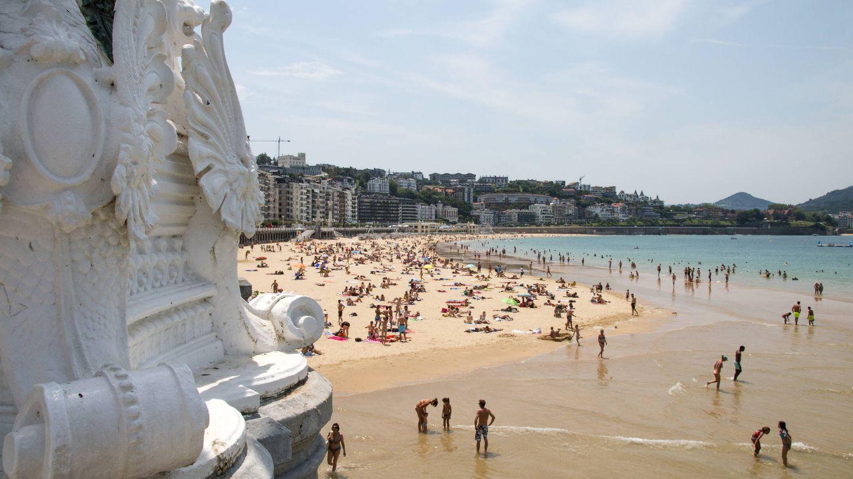 La Playa de la Concha en San Sebastián, una de las primeras en estar destinada a la explotación turística. Sin duda, una de las más bonitas playas de Europa. (iStock)