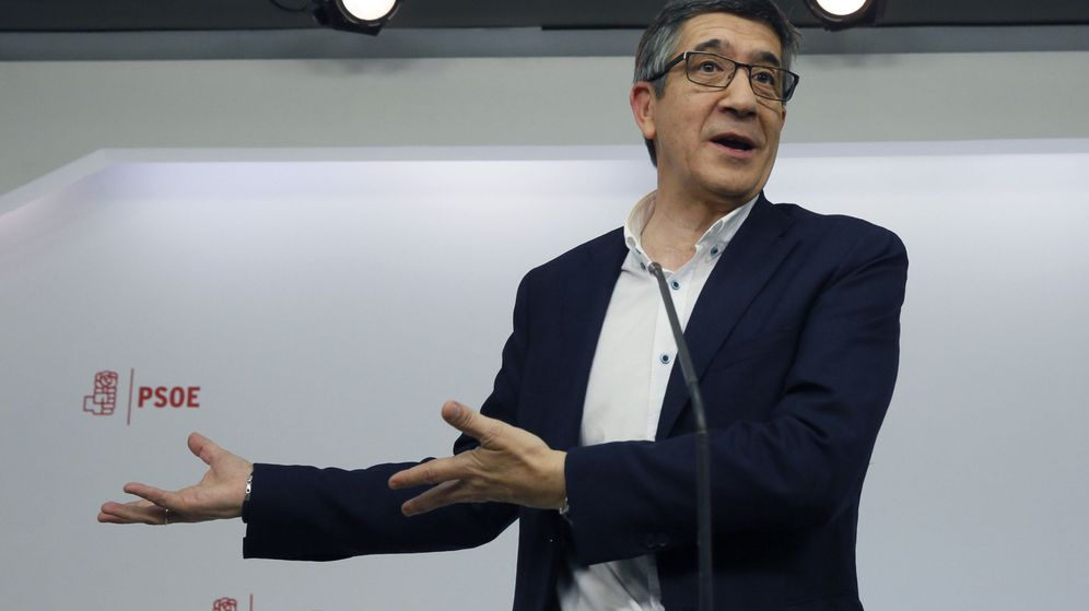 Foto: El candidato a liderar el PSOE Patxi López durante su comparecencia tras el debate. (EFE)