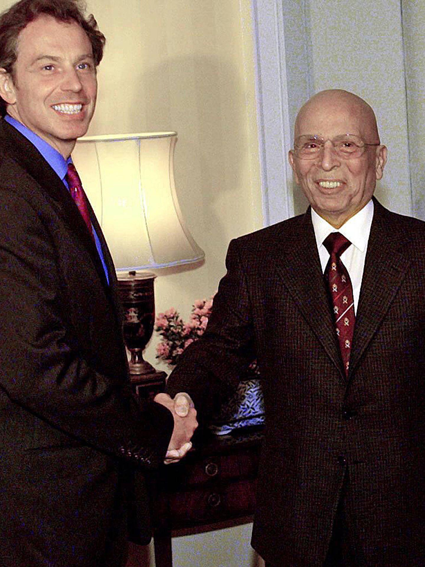 Hussein de Jordania, con Tony Blair. (Reuters)