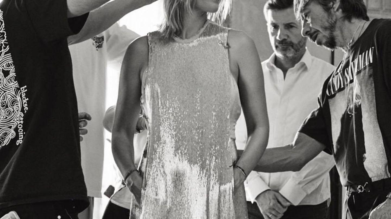 Marta con el vestido plata de la fiesta. (Archivo)