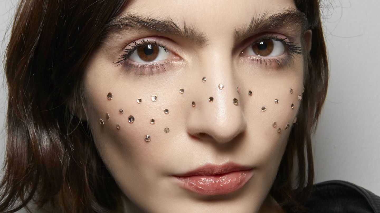 El peróxido de benzoílo es uno de los aliados cosméticos de la lucha contra el acné. (Imaxtree)