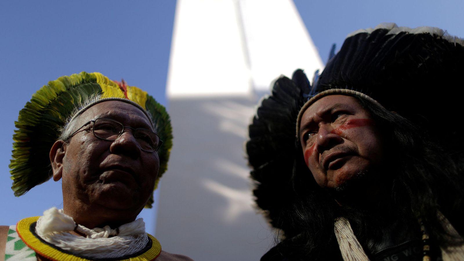 Foto: Indios brasileños del movimiento 'Occupy FUNAI' protestan frente a las oficinas de la oficina de asuntos indígenas en Brasilia, el 13 de julio de 2016. (Reuters)
