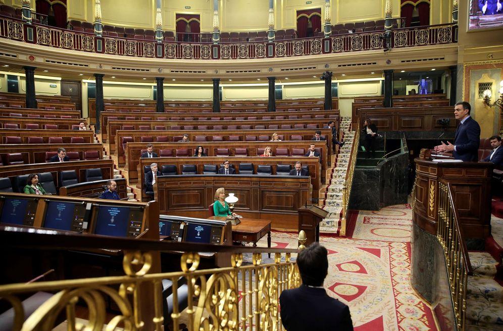Foto: Pedro Sánchez explica el decreto de alarma ante un hemiciclo prácticamente vacío, este 18 de marzo. (EFE)
