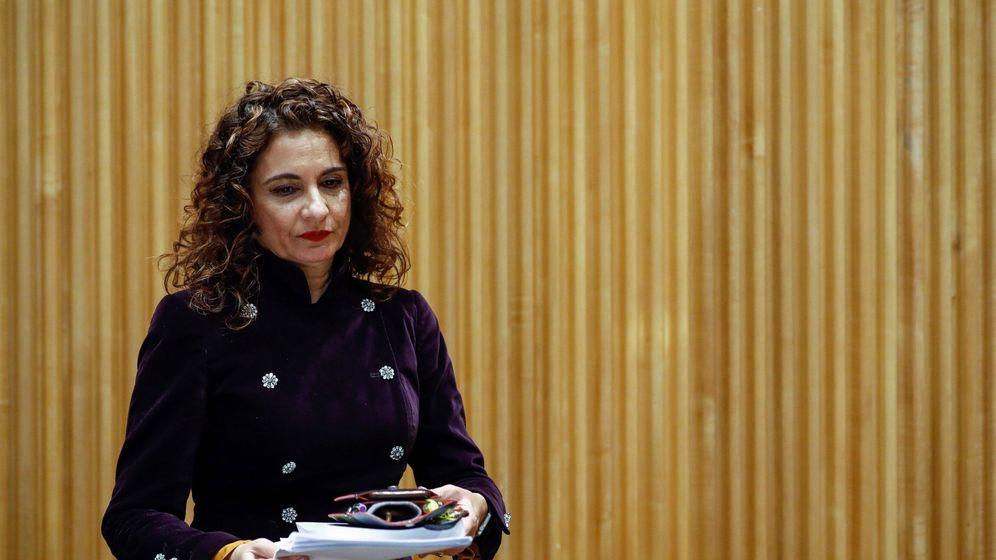Foto: La ministra de Hacienda, María Jesús Montero, presenta el proyecto de Ley de Presupuestos Generales del Estado de 2019 en el Congreso de los Diputados. (EFE)