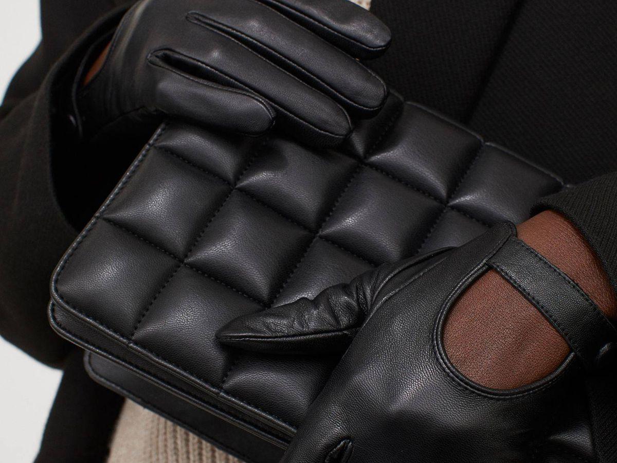Foto: Con estos guantes de piel de HyM y unos botines tendrás un look perfecto. (Cortesía)