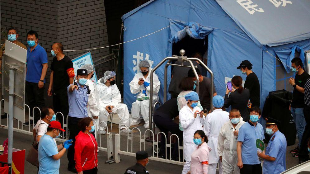 Foto: Una carpa para la campaña de test masivos tras el brote en un mercado en Pekín. (Reuters)