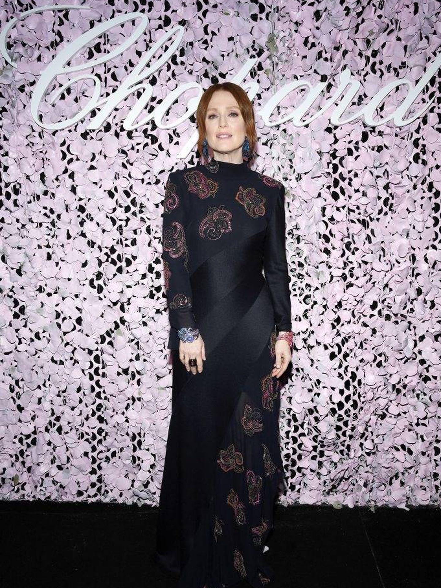 Una espectacular Julianne Moore posa en la fiesta de Chopard