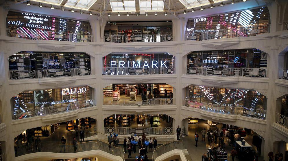 Foto: El interior de la nueva tienda de Primark en Gran Vía. (EFE)