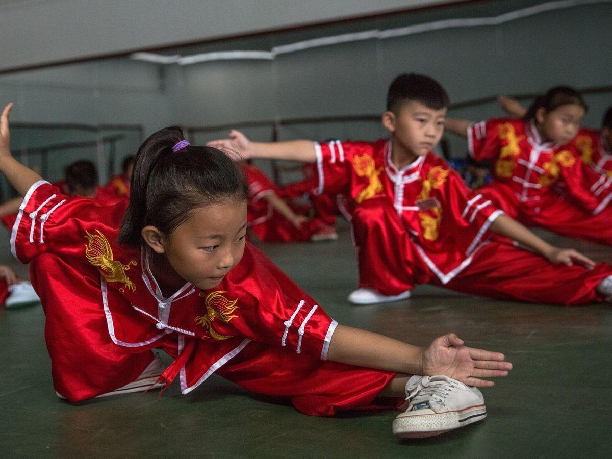Foto: Varios niños practican taichi en el condado de Gu'an County, cerca de Pekín. (EFE)