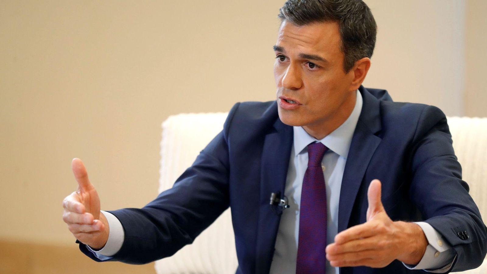 Foto: El presidente del Gobierno, Pedro Sánchez, durante la entrevista con la Agencia Efe en el Palacio de La Moncloa. (EFE)