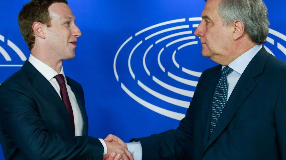 Foto: El presidente de la Eurocámara, Antonio Tajani, recibe a Mark Zuckerberg. (EFE)
