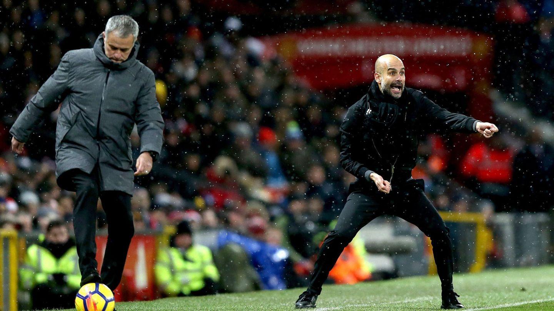 Jose Mourinho y Pep Guardiola durante este domingo. (EFE)