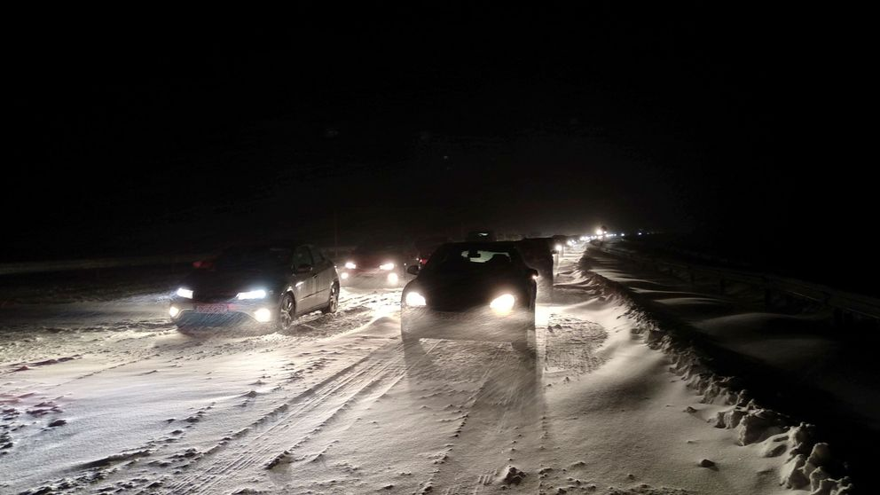 Atrapados en la nieve: ¿a quién y cómo hay que reclamar el caos de la AP-6?