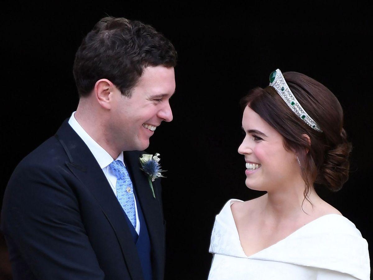 Foto: Jack Brooksbank y Eugenia de York, el día de su boda. (EFE)