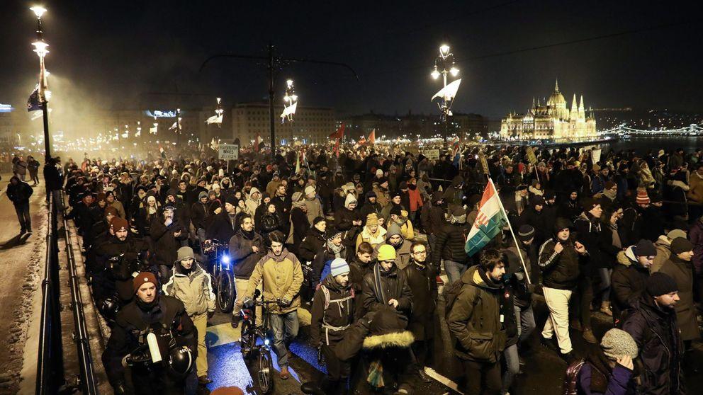 Hungría se levanta contra la 'ley esclavista' de Orbán: 400 horas extra a pagar en tres años
