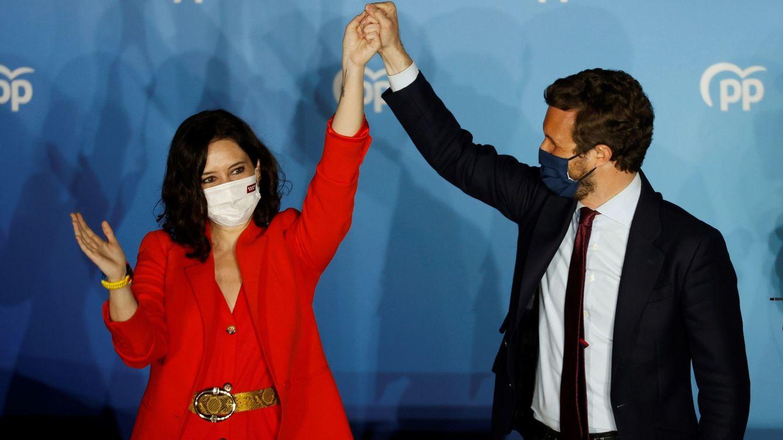De rojo Madrid y Zara: el look de la victoria de Isabel Díaz Ayuso