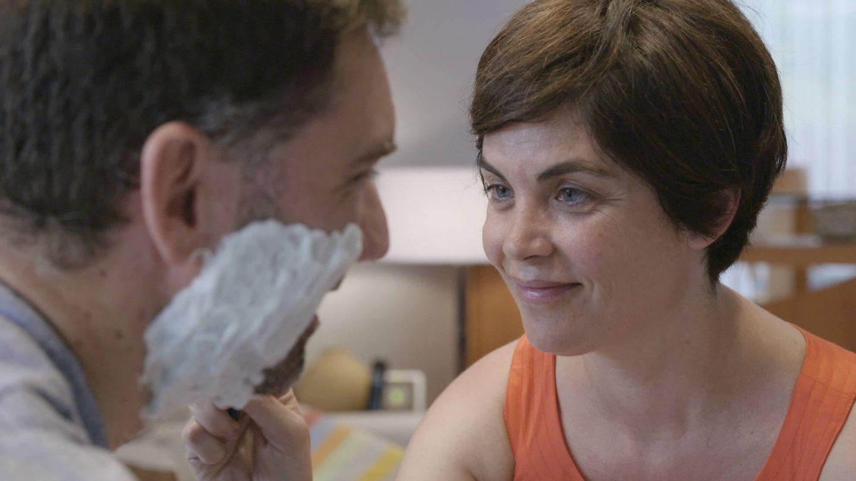 Samanta Villar afeitando a Raúl, su cita. (Mediaset España)