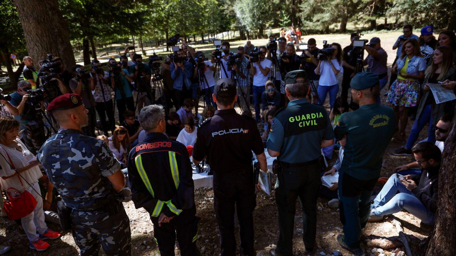 Foto: Policía y Guardia Civil en Cercedilla. (EFE)