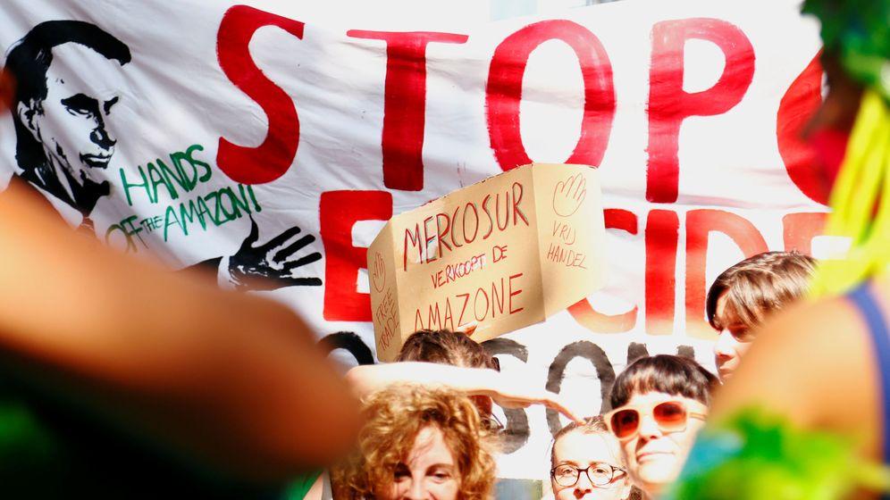 Foto: Protesta en Bruselas frente a la embajada de Brasil tras los incendios en el Amazonas. (Reuters)