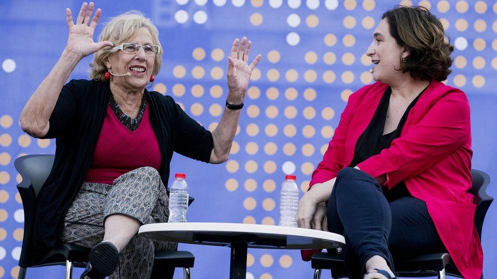 Foto: Las alcaldesas de Madrid, Manuela Carmena, y de Barcelona, Ada Colau. (EFE)