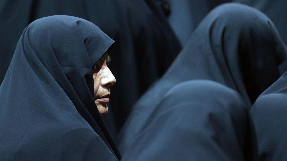Foto: Mujeres iraníes participan en una concentración en julio de 2019 para defender el velo obligatorio. (Reuters)