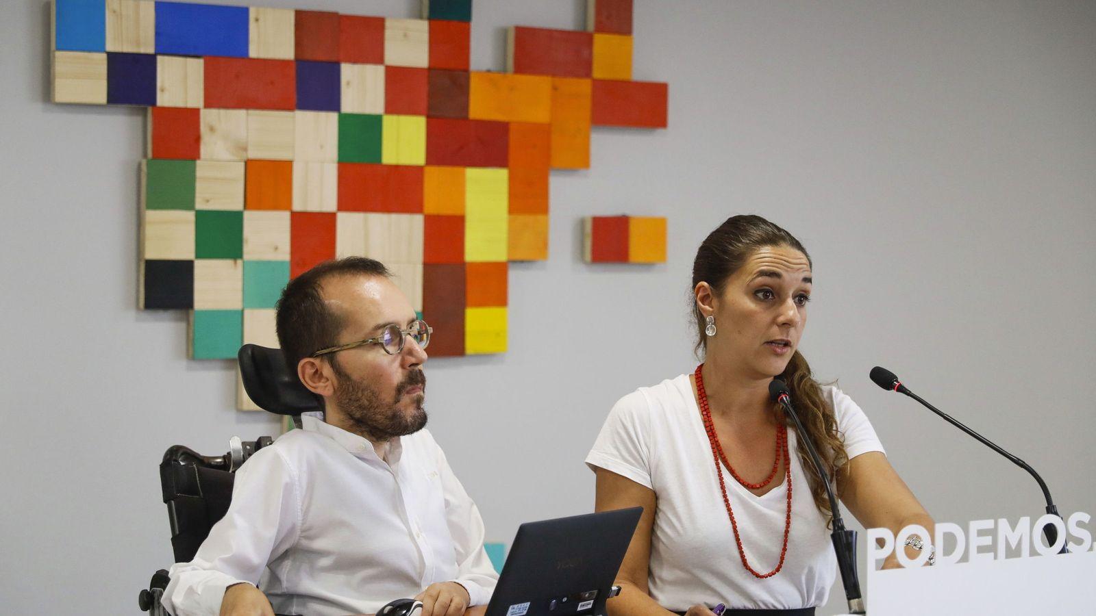 Foto: Los coportavoces de Podemos, Pablo Echenique y Noelia Vera, durante la rueda de prensa que han ofrecido hoy tras la reunión del Consejo de Coordinación. (EFE)