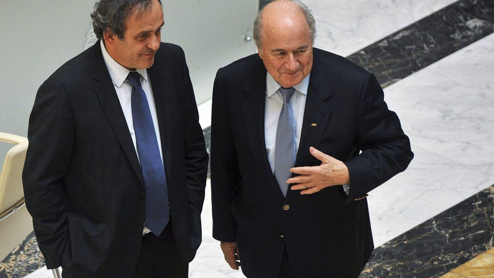 Foto: Joseph Blatter junto a Michel Platini (Efe).