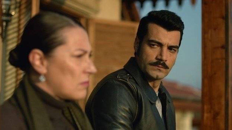 El terrateniente Demir (Murat Unalmis) y su madre Hunkar (Vahide Percin). (ATV)