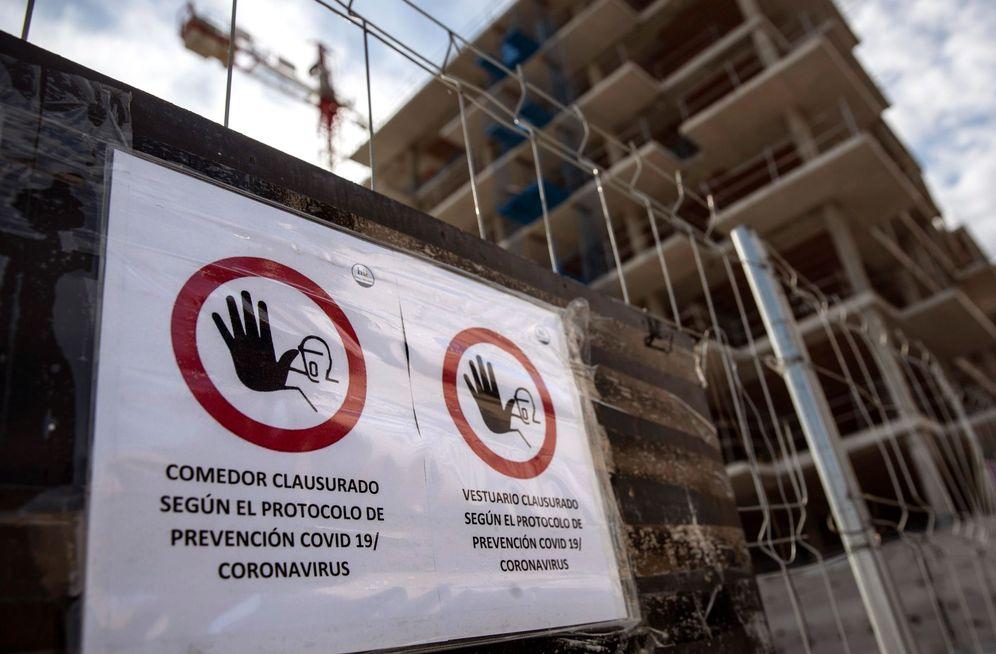 Foto: Obras en la zona del Cañaveral, en Madrid, este 29 de marzo. La construcción deberá parar desde este lunes. (EFE)