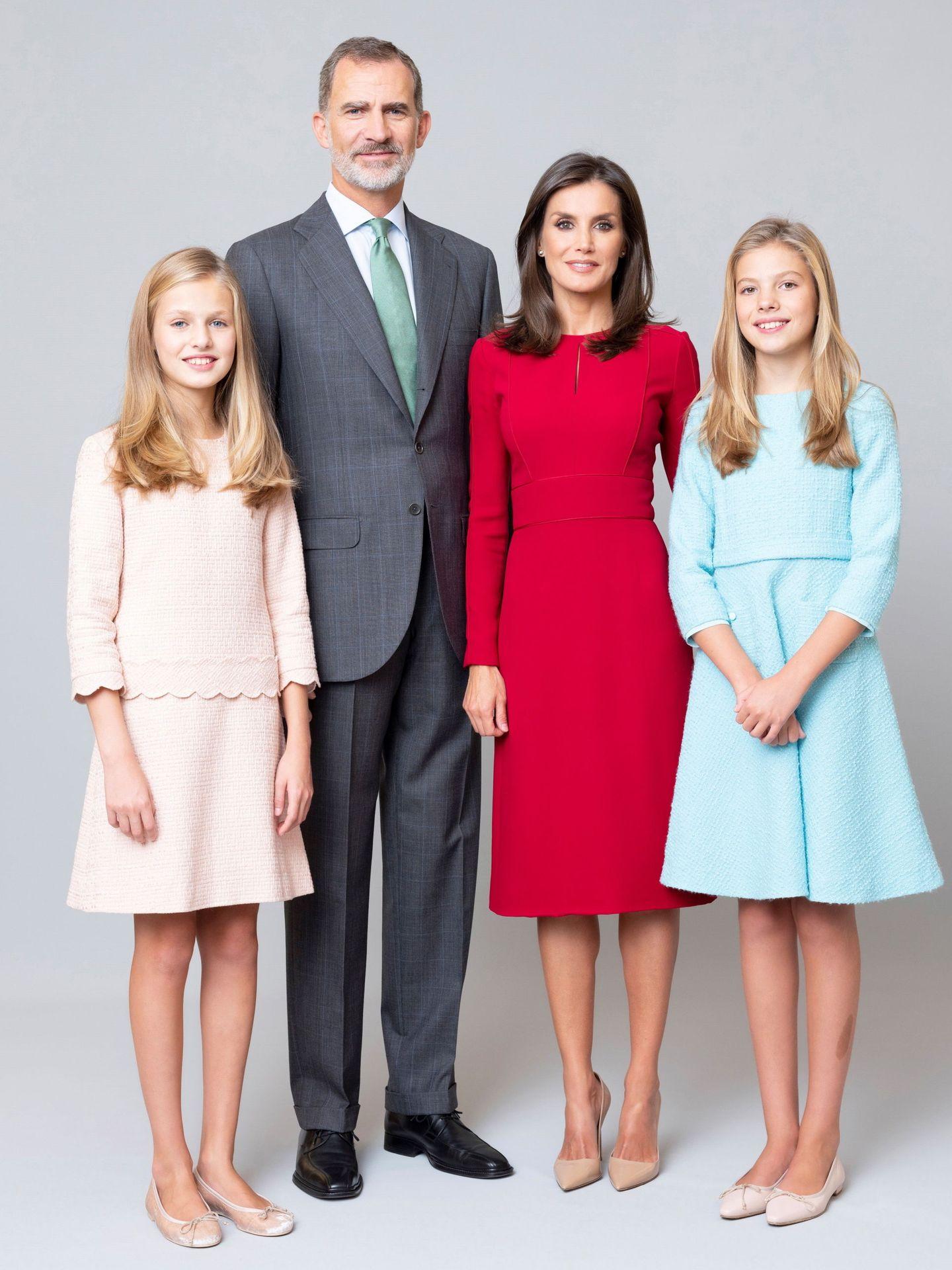 Felipe VI y Letizia con sus hijas. (Casa Real)
