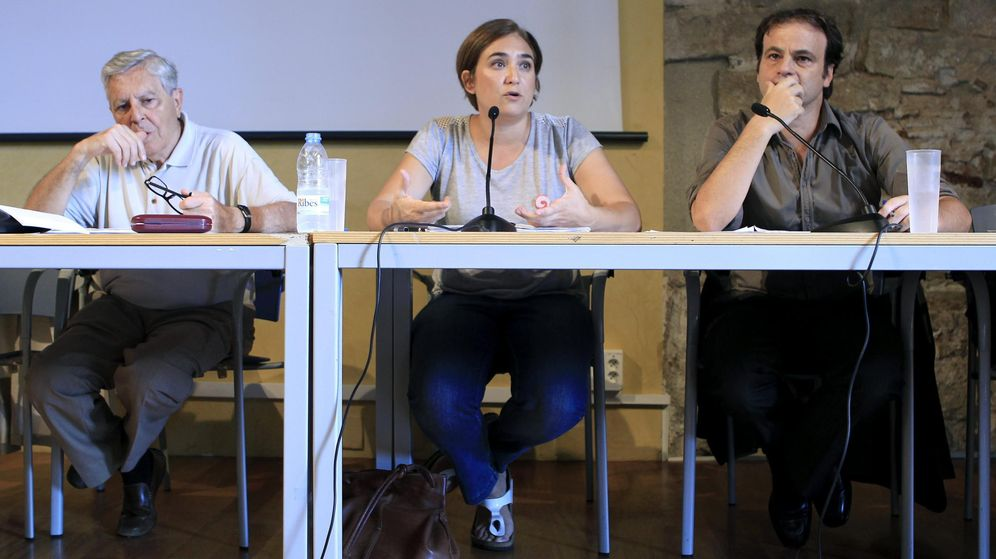 Foto: Carlos Jiménez Villarejo, Ada Colau y Jaume Asens (d). (EFE)