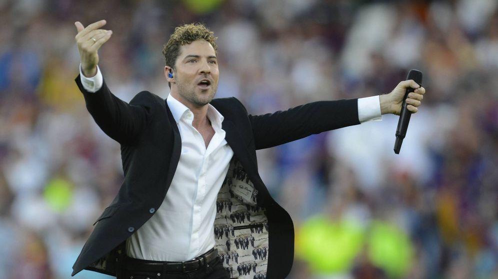 Foto:  David Bisbal, durante su actuación en la final de la Copa del Rey. (Cordon Press)