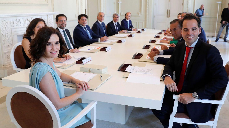 Primera reunión del nuevo gobierno de la Comunidad de Madrid. (EFE)