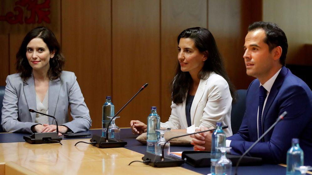 Foto: Isabel Díaz Ayuso, Rocío Monasterio e Ignacio Aguado, en una reunión. (EFE)