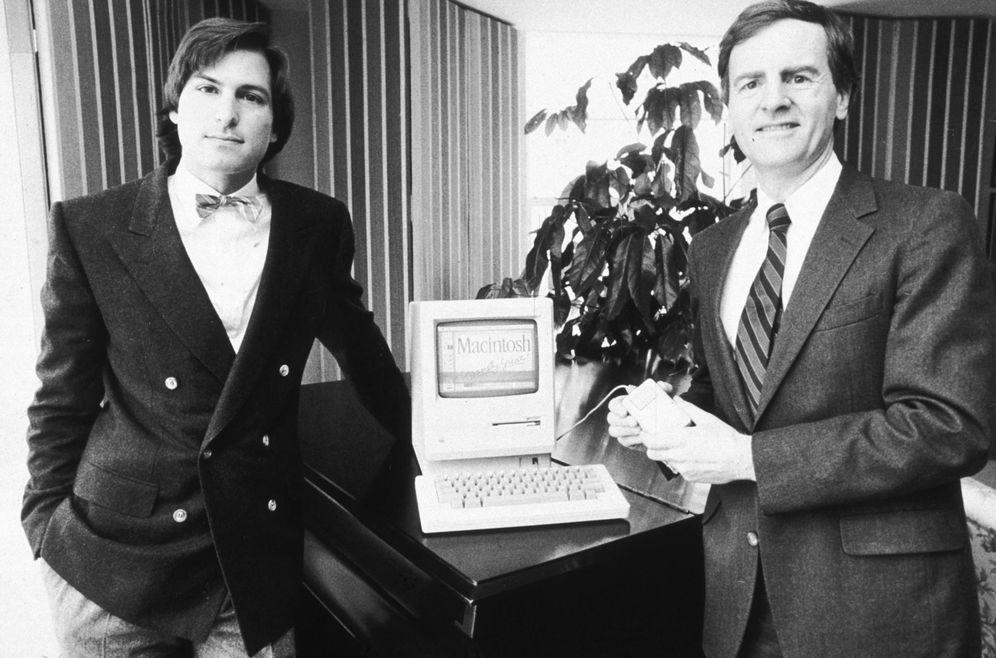 Foto:  Steve Jobs, a la izquierda de la imagen, con John Sculley, quien fuera presidente de PepsiCo. (Marilyn K. Yee/Getty Images)