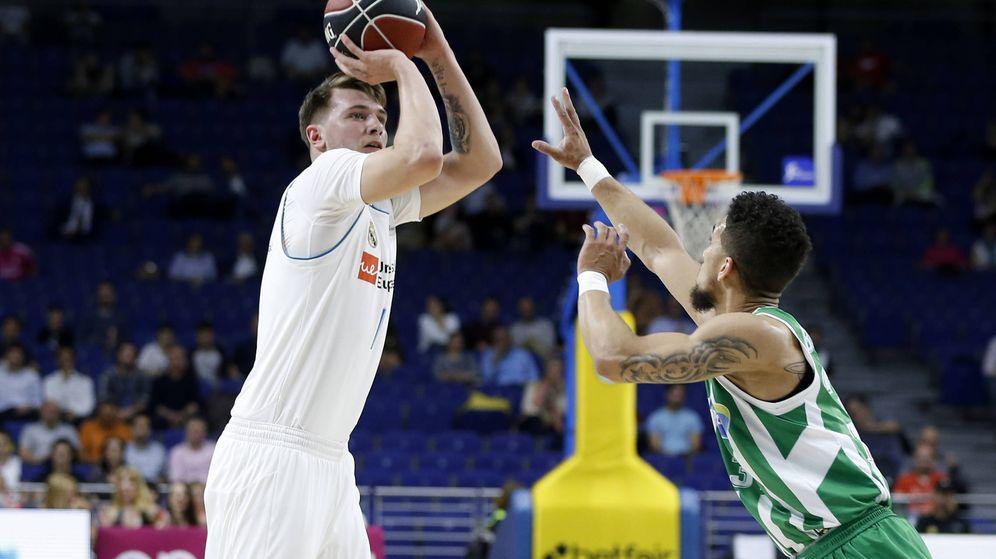 Foto: Luka Doncic logró en el Real Madrid-Real betis Energía Plus el primer triple-doble en la ACB en más de once años. (ACB Photo/V. Carretero)