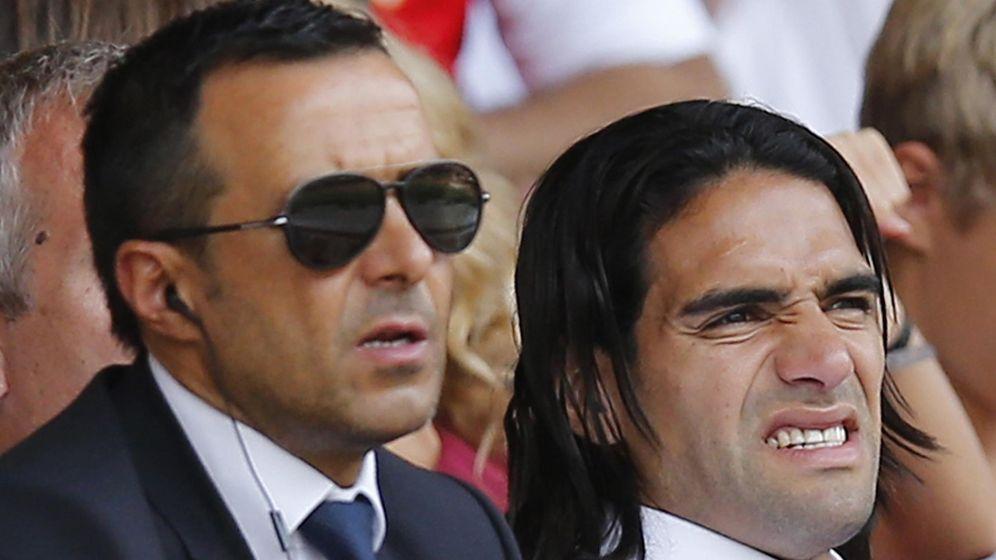 Foto: Jorge Mendes y Radamel Falcao. (Reuters)